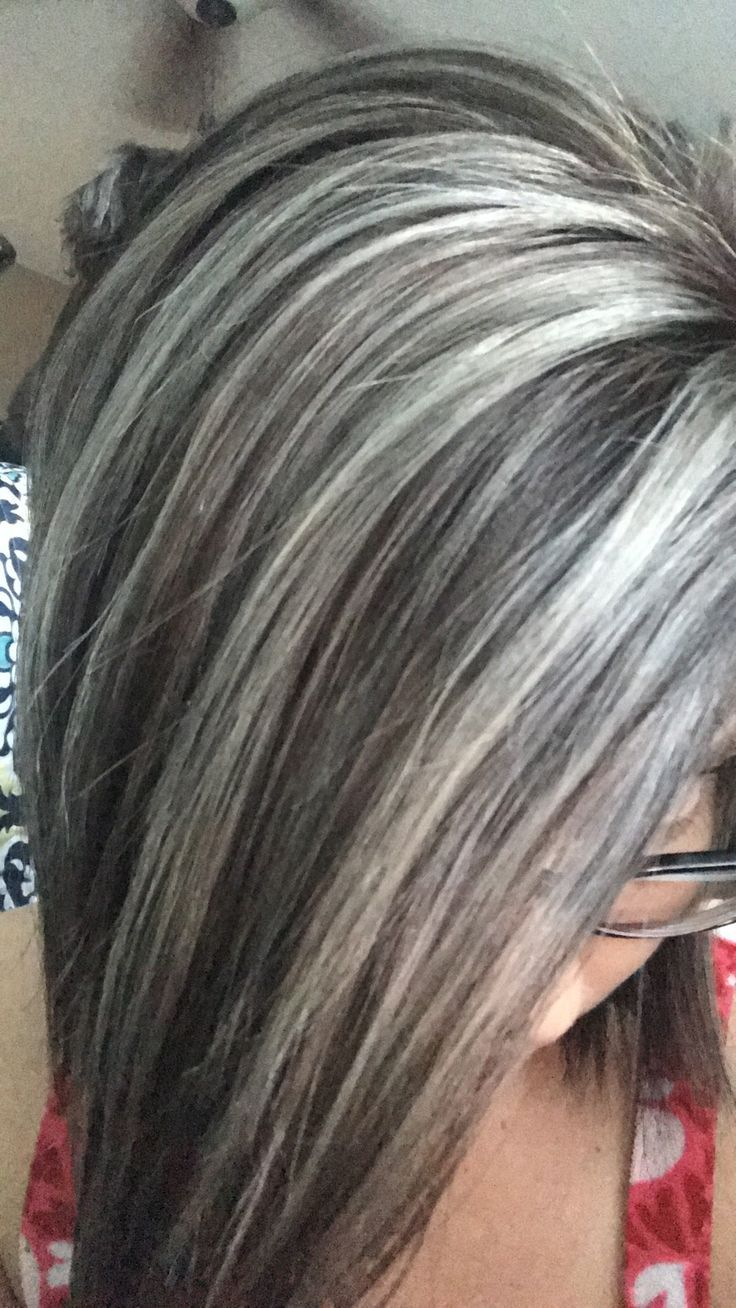 Femme 50 Ans Naturally White Silver Grey Hair Couleur Des