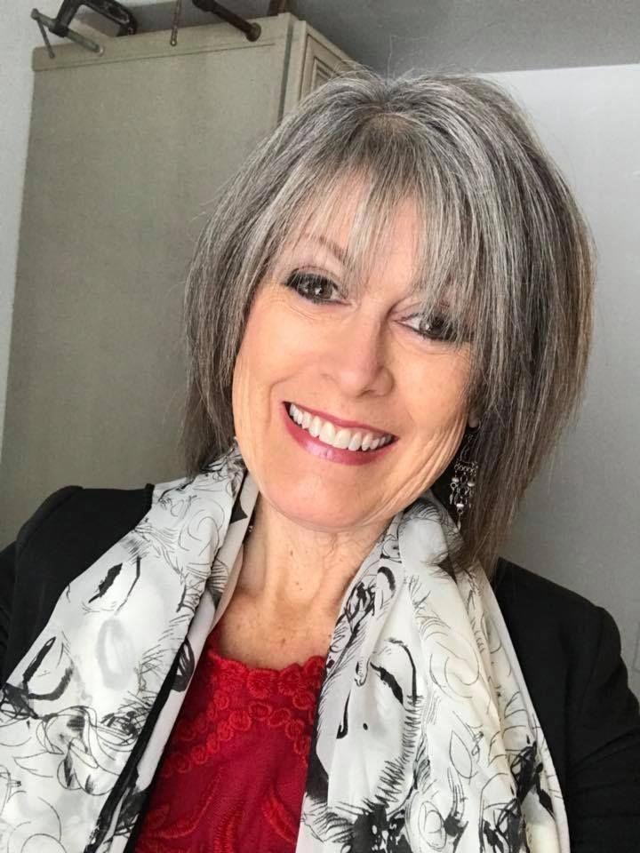 Femme 50 Ans Naturally White Silver Grey Hair Kurze Bob Frisuren
