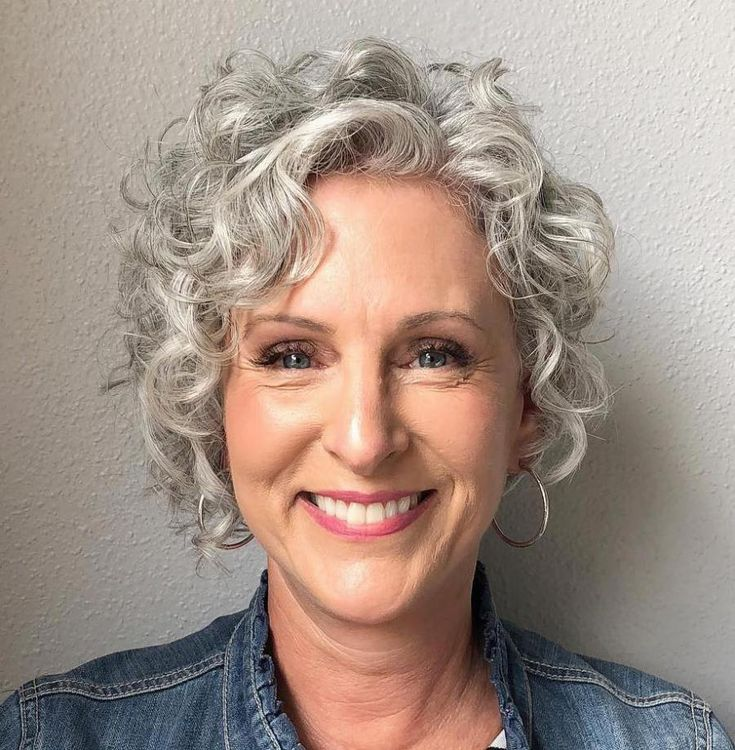 femme 50 ans - naturally white silver grey hair : 20