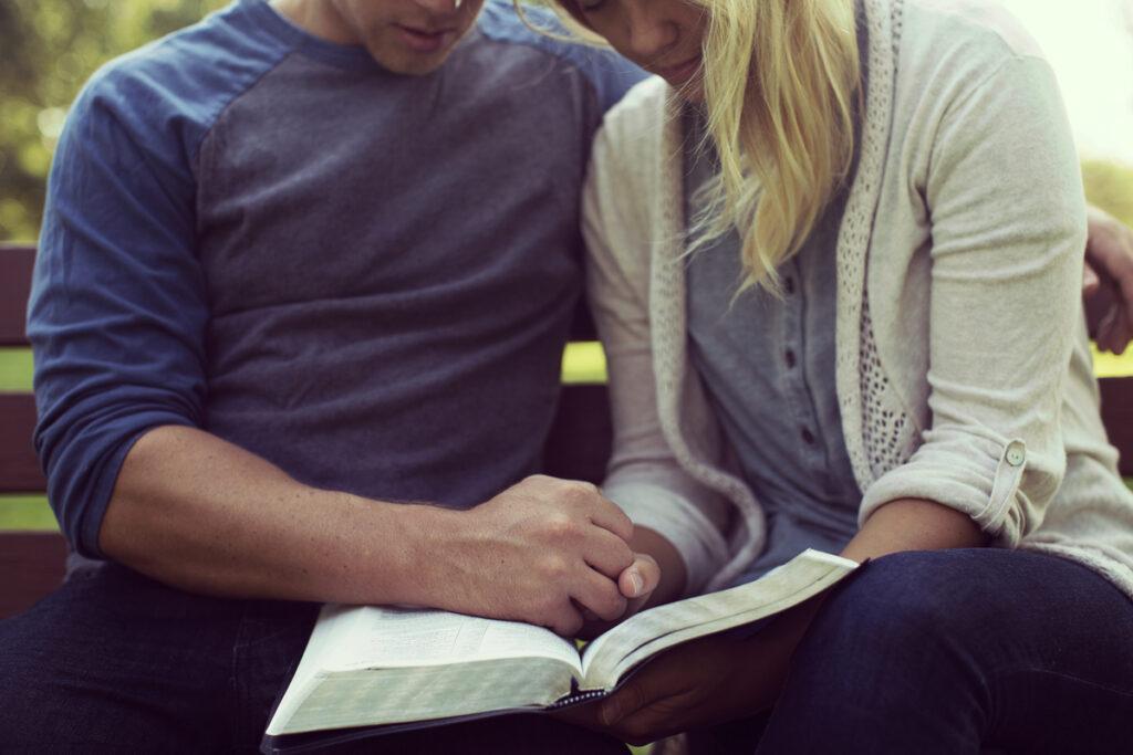 """Si vous avez du mal à conserver un mariage difficile? Si vous pouviez utiliser des encouragements pour rester ensemble? Voici 7 versets pour vous inspirer. Avec GRATUIT imprimable! via @ Club31Women """"data-pin-description ="""" Si vous avez du mal à conserver un mariage difficile? Si vous pouviez utiliser des encouragements pour rester ensemble? Voici 7 versets pour vous inspirer. Avec GRATUIT imprimable! via @ Club31Women """"data-pin-nopin ="""" """"data-pin-url ="""" https://club31women.com/verses-cling-difficult-marriage/ """"src ="""" https://club31women.com/wp-content /uploads/7-Verses-You-Can-Cling-to-When-in-a-Difficult-Marriage-Free-Printable.png """"/><noscript><p><em><strong><img class="""