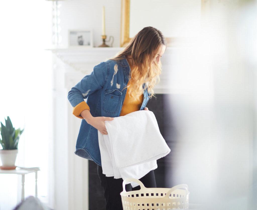 """Que vous soyez une femme au foyer débutante - ou que vous recherchiez simplement un «cours de perfectionnement» - cet article inspirant est pour vous! Instructions concises, utiles et étape par étape. via @ Club31Women """"data-pin-description ="""" Que vous soyez une femme au foyer débutante - ou que vous recherchiez simplement un """"cours de recyclage"""" - cet article inspirant est pour vous! Instructions concises, utiles et étape par étape. via @ Club31Women """"data-pin-url ="""" https://club31women.com/beginning-homemaker/ """"src ="""" https://moms.tn/wp-content/uploads/2020/07/Maison-Menage-101-douze-disciplines-quotidiennes-pour-la-femme.jpg """"/ ><noscript><p>C'est pour toutes les femmes qui commencent tout juste en tant que femme au foyer et qui ont besoin d'une aide pratique pour une routine de nettoyage.</p><p><img class="""