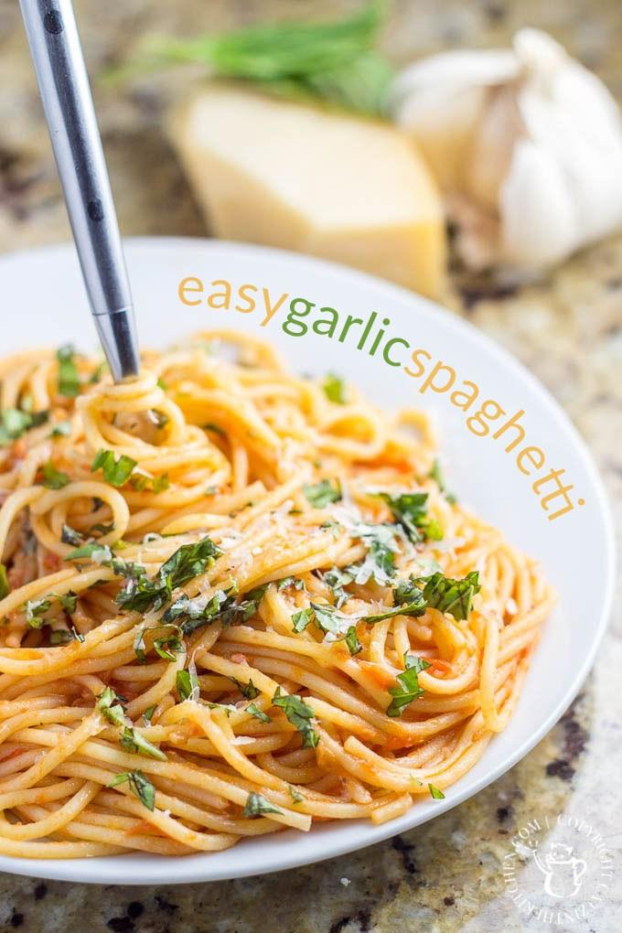 Parfois, la vie semble trop paresseuse pour préparer de gros repas, alors pourquoi ne pas rester simple?  Essayez cette recette de spaghetti facile et profitez de votre famille!  via @ Club31Women