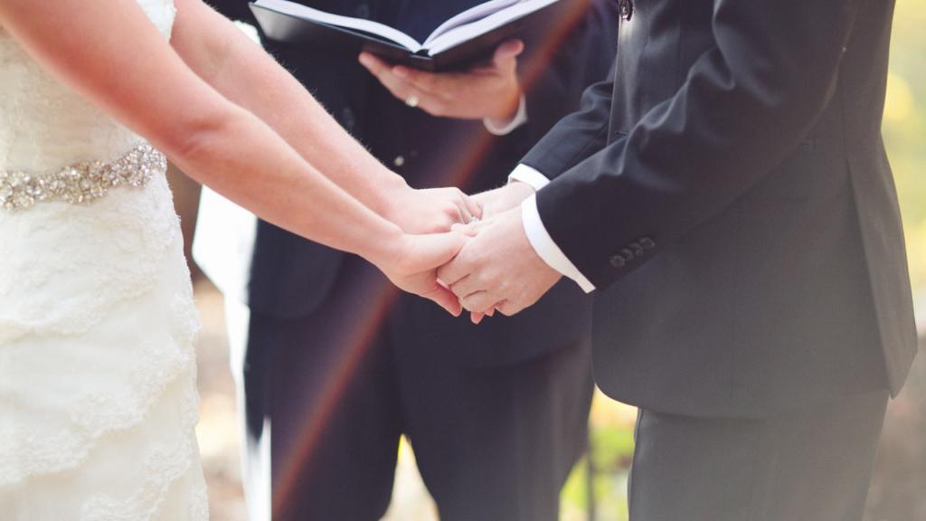 Titres de jeunes mariés pour bien commencer votre mariage