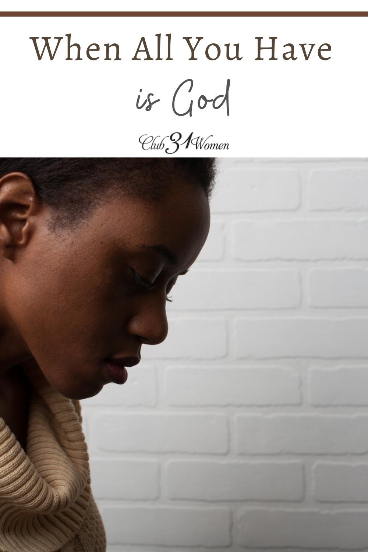 Parfois, nous ne reconnaissons pas que Dieu est suffisant jusqu'à ce qu'Il soit tout ce que nous avons.  Dieu veut que vous sachiez que vous n'êtes pas seul dans votre heure la plus sombre.  via @Club31Women